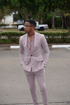 This Shirt in maybe black, Wine, or white Prom Outfits For Guys, Homecoming Suits, Prom For Guys, Prom Suits For Men, Dapper Gentleman, Gentleman Style, Style Masculin, Look Man, Gq Style