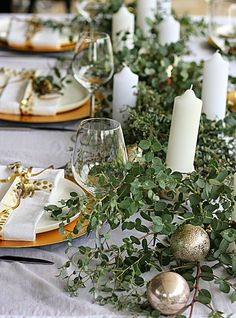 25 Beautiful Christmas Table Setting Ideas - jane at home Aussie Christmas, Australian Christmas, Summer Christmas, Christmas Trends, Christmas Lunch, Green Christmas, Country Christmas, Christmas Inspiration, Christmas Diy