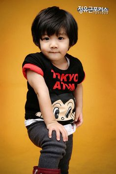 SHINee's Hello Baby - YooGeun<<<< he's so cute and lucky that he had SHINee as his appas