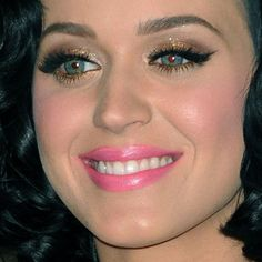 Katy Perry Makeup: Brown, Gold Eyeshadow & Bubblegum Pink Lipstick | Steal Her Style
