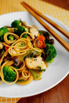Easy Chicken Lo Mein -- step by step directions, very easy and quick.
