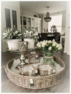 40 Stunning Farmhouse Centerpiece Table Decoration Ideas #rusticlivingroomdecor