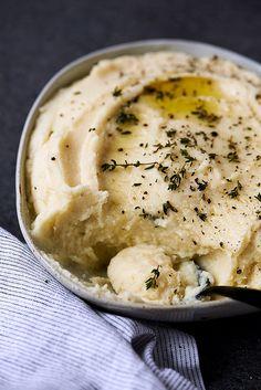 Roasted Garlic Parsnip Cauliflower Mash // @tastyyummies // www.tasty-yummies.com