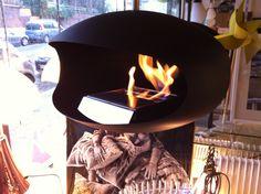 Cocoon Fires cheminées Aeris black suspendue Photo Showroom Rêve de Flamme  57 Avenue Albert 1er 59300   Valenciennes   Tel : 03.27.26.28.73