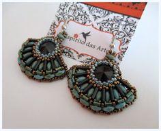 Fan beaded earrings with 14mm rivoli, bugles and superduos - Beading Tut...