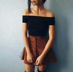 Un chemisier noir en coton, une jupe orange en suede. - Like Tutorial and Ideas Look Fashion, Teen Fashion, Fashion Outfits, Womens Fashion, Fasion, Fashion Night, Ladies Fashion, Skirt Fashion, Fashion Clothes
