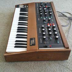 MATRIXSYNTH: Moog Minimoog Model D SN 9400