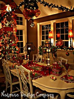 A Beautiful Christmas Dining Room Christmas Room, Noel Christmas, Christmas Lights, Primitive Christmas, Outdoor Christmas, Country Christmas, Apartment Christmas, Cheap Christmas, Christmas Dining Rooms