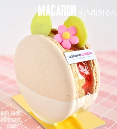 "Previous pinner: ""Macaron Fraisier from Adriano Zumbo Patissier"" Me: GORGEOUS! -- Macaron Fraisier - strawberries, green mousse and gelee sandwiched in vanilla macaron Adriano Zumbo, Macarons, Zumbo's Just Desserts, Mini Desserts, Dessert Recipes, Plated Desserts, Zumbo Recipes, Zumbo Desserts, Sweets"