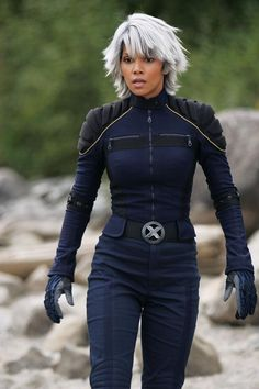 Halle Berry as Storm, X Men, Hottest Superheroes Halle Berry Storm, Halle Berry Hot, Marvel Dc Comics, Marvel Heroes, Cleveland, Scarlet, Fantasias Halloween, Style Outfits, Man Movies