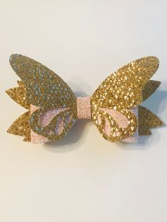 X-Large Butterfly Hair Bow Iridescent White/Pink Chunky Glitter, Gold Mesh Glitter on Alligator Clip Babies Toddlers Girls Women by CareysCustomCrafts on Etsy Handmade Hair Bows, Diy Hair Bows, Felt Bows, Ribbon Bows, Ribbon Flower, Ribbon Hair, Hair Bow Tutorial, Flower Tutorial, Bow Template
