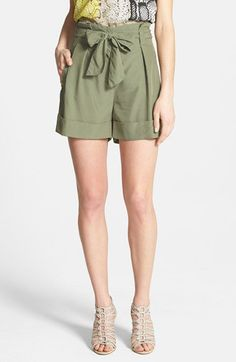 Pin for Later: Formt eure Taille, ohne Sport zu machen Vince Camuto Paper-Bag Waist Shorts Vince Camuto Paperbag Waist Shorts ($89)