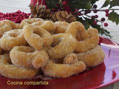 ": Roscos de la ""agüela"" Paca Hispanic Desserts, Mexican Food Recipes, Ethnic Recipes, Spanish Food, Onion Rings, Omelette, Churros, Flan, Doughnuts"