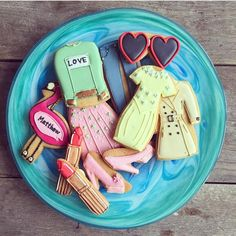 This week I'll only be eating the most fashionable biscuits. Thanks @alicepalace - they're divine. #AlicexBiscuiteers