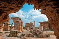 Houve 2 revoltas de escravos contra Cartago, no inicio e meados do séc 4aC, com os escravos se juntando aos rebeldes líbios e depois, com o líder cartaginês Hanno, não há menção de qualquer outra agitação ao longo dos séculos.