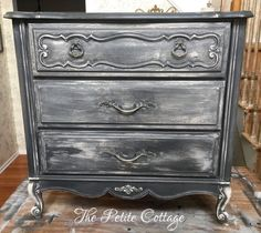 Grey Distressed Furniture Diy Dressers 57 New Ideas Grey Distressed Furniture, Grey Furniture, Shabby Chic Furniture, Rustic Furniture, Vintage Furniture, Cool Furniture, Furniture Ideas, Furniture Stores, Lacquer Furniture