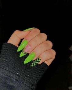 short coffin nails designs 27 Awesome Acryl Sarg Ngel Designs im Sommer 8 Nails - - Edgy Nails, Grunge Nails, Stylish Nails, Neon Green Nails, Neon Nails, Glitter Nails, Gold Nails, Matte Nails, Black Nails