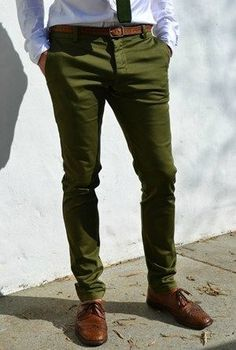 Olive green is a staple color for the fall season. Pair earth tones with a pair of olive chinos for a great look. Get some inspiration for this collection. Olive Green Pants Outfit, Green Pants Men, Olive Pants, Olive Chinos, Green Chinos, Pantalon Vert Olive, Chinos Men Outfit, Kakis, Fashion Pants