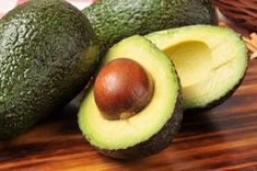 he avocado is a rather unique fruit.While most fruit consists primarily of carbohydrate, avocado is high in healthy fats. How To Ripen Avocados, Diabetic Recipes, Healthy Recipes, Healthy Foods, Avocado Recipes, Eating Healthy, Healthy Weight, Avocado Dishes, Eating Vegan