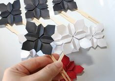 Origami Wedding Cake Topper Flower New Ideas Origami Cards, Origami Paper Art, Flower Cake Toppers, Wedding Cake Toppers, Origami Flowers, Flower Paper, Origami Wedding Invitations, Origami Ornaments, Paper Architecture