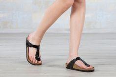 Tongs Birkenstock Gizeh couleur noir pour femmes en birko-Flor® vernis (noir) - BK043661   Nos-Sandales.com