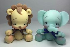 This lion and eleaphant are so cute Zoo Cake, Cold Porcelain Tutorial, Polymer Clay Disney, Safari Cakes, Fondant Animals, Gum Paste Flowers, Poster S, Clay Figurine, Fondant Toppers