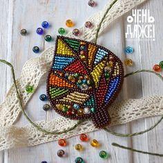 225 отметок «Нравится», 9 комментариев — БРОШИ из БИСЕРА WOW (@ochen_daze) в Instagram: «В этот замечательный солнечный денёк у нас получился вот такой красивый разноцветный листик! Всем…» Bead Embroidery Jewelry, Fabric Jewelry, Ribbon Embroidery, Native Beading Patterns, Beaded Animals, Brooches Handmade, Beaded Brooch, Bead Jewellery, Beading Tutorials