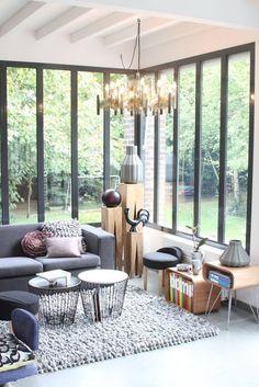 idée déco : une véranda dans la maison   Une hirondelle dans les tiroirs Veranda Interiors, Patio Central, Photo Deco, Brooklyn Brownstone, Dream Rooms, Cladding, Modern, Sweet Home, Art Deco