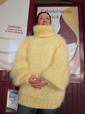 NEU Langhaar Mohair Sweater Pullover Fuzzy T-Neck von lanaknittings Winter T Shirts, Winter Sweaters, Sweater Weather, Thick Sweaters, Sweaters For Women, Women's Sweaters, Casual Skirt Outfits, Sweater Outfits, Gros Pull Mohair