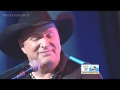 Garth Brooks Debuts Song 'Mom' On Live TV, 'Conversation Between God and Unborn Baby' Moves Audience to Tears