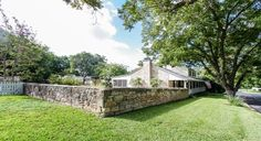 Creek and Crockett Fredericksburg TX bed and breakfasts, guesthouses, and cabins.