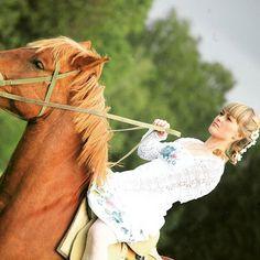 Instagram media by anastasia_inc - #conquer  the #world  if they #can, #you can  #бороться и #искать, #найти и не сдаваться!!! #все мы #немного #лошади  Photo @gunganima #mymood #mood  #anikulina #anikulina and the #horse  #strength  #strongwoman  #bestrong  #beauty #photo  #photoofday #nature #animals #woman #queen  #всегда #наконе #мой  #мойконь  #мойдруг