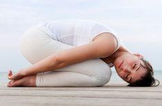 Veja 6 posturas de yoga para aliviar dores nas costas, ganhar mais equilíbrio e concentração. Um verdadeiro tratamento para o corpo e a mente.Vamos lá!                                                                                                                                                                                 Mais