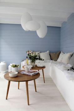Sommeridyll i egen hage - med panoramautsikt - Byggmakker.no Interior Exterior, Interior Design, Interior Ideas, Wall Design, Dining Bench, Sweet Home, Blue And White, Cottage, Cabin
