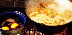 Gulas porc si vita. Cast Iron Skillet Cooking, Dutch Oven, Cheeseburger Chowder, Mashed Potatoes, Ethnic Recipes, Pork, Iron Pan, Whipped Potatoes, Smash Potatoes