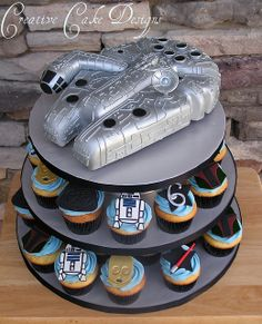 Millenium Falcon cake & Star Wars cupcake