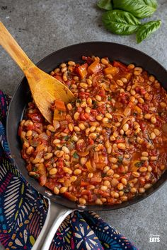 Mediterranean Tomatoes and White Beans - delicious rich tomatoes with peppers and white beans make this a perfect side or main. Dairy Free Recipes, Vegan Recipes, Slimming World Vegetarian Recipes, Slimming Eats, European Cuisine, White Beans, Weight Watchers Meals, Chana Masala, Sauce Recipes