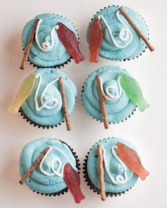 Fishing Cupcakes I recently got to make these super cute, super easy cupcakes for my little cousin Foster's third birthday party. The party was fishing t. Fish Cake Birthday, Boy Birthday Cupcakes, Fathers Day Cupcakes, Fathers Day Cake, Birthday Cakes For Dad, Themed Cupcakes, Birthday Board, Fishing Cupcakes, O Fish Ally