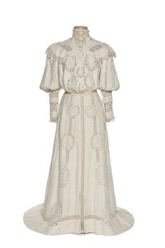 Since the clothes I love are primarily from 1900, maybe I should have my story start a little earlier. I'm no longer tied to the Titanic so I could  swing it. Then, this would be Penny's wedding dress. Dress 1900