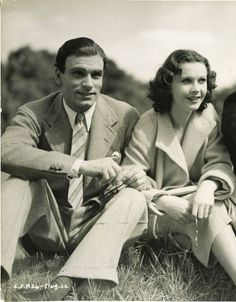 an absolutely stunning shot of a beautiful young couple vivien leigh and laurence olivier. Black Bedroom Furniture Sets. Home Design Ideas