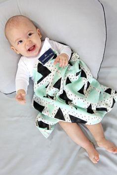 Muślinowy otulacz bambusowy Triangels mint - Womato - Kocyki dla niemowląt