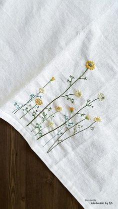 프랑스자수를 깔끔하게 놓아본 앞치마 오늘은 프랑스자수로 들꽃을 놓아 앞치마를 만들어 보았어요들꽃은 ...
