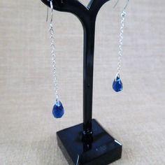 Boucles d'oreilles mougins en perles de verre gouttes facettées bleues