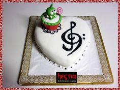 Torta musical & cut the rope. Crema de chocolate con almendras y crema con frutillas. Más rellenos e ideas en: https://www.facebook.com/hestiadulzuraspasteleria