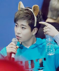 Youngjae - It must be a Kpop thing that I just haven't come to terms with yet but. These childish and often effeminate props being inflicted on grown men. maybe it's a teenage Korean thing. Got7 Youngjae, Kim Yugyeom, Mark Jackson, Jackson Wang, Got7 Mark, Mark Tuan, Jaebum, Jinyoung, Got7 Funny