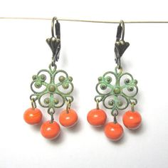 Green and Coral chandelier earrings on Etsy, 85,08kr