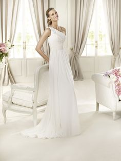 Dacio  http://www.pronovias.com/wedding-dresses-2013/fashion-collection-dacio