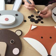 Painting wooden eyes for Mr. Fox and Bunny. Baby Decor, Kids Decor, Nursery Themes, Nursery Decor, Themed Nursery, Fox Kids, Diy Bebe, Kids Wood, Animal Heads