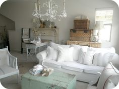 a lovely living room...love the fireplace, and the large baskets  @alabasterrosedesigns.com