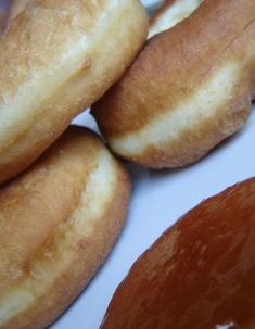 Szalagos fánk lépésről lépésre   Mai Móni Hot Dog Buns, Hot Dogs, Favorite Recipes, Bread, Desserts, Food, Tailgate Desserts, Deserts, Brot